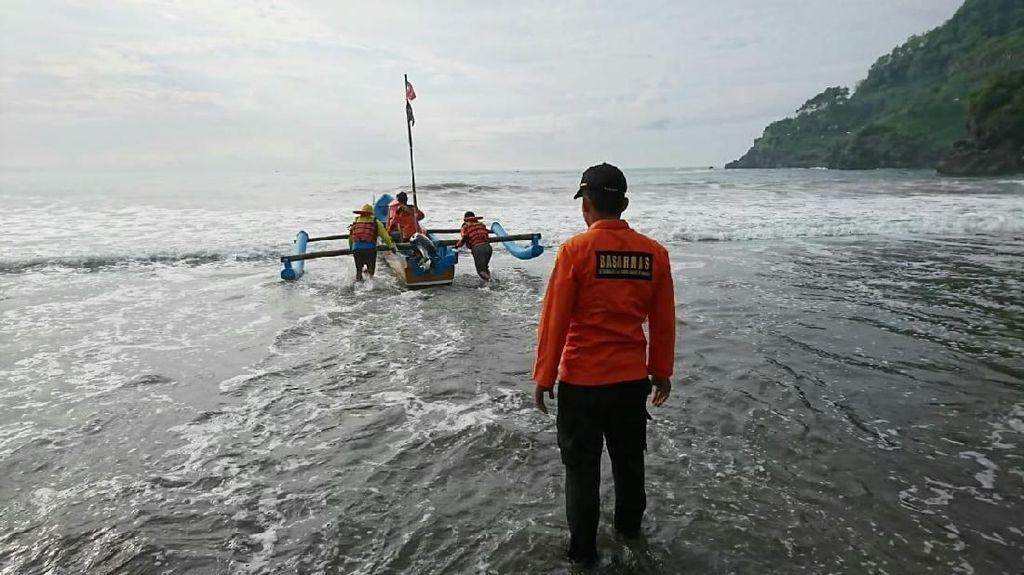 2 Nelayan Tersapu Ombak Pantai Kebumen, 1 Orang Hilang