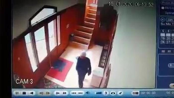 Foto: Tangkapan layar video pencuri kotak amal di Bandung Barat (Istimewa)
