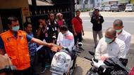 Polisi Rekonstruksi Aksi Perampok Bakar Pemuda Karawang