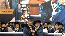 ITB Anugerahi Menteri Basuki Gelar Doktor Kehormatan