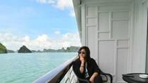 Berpesiar di Teluk Kebanggaan Vietnam