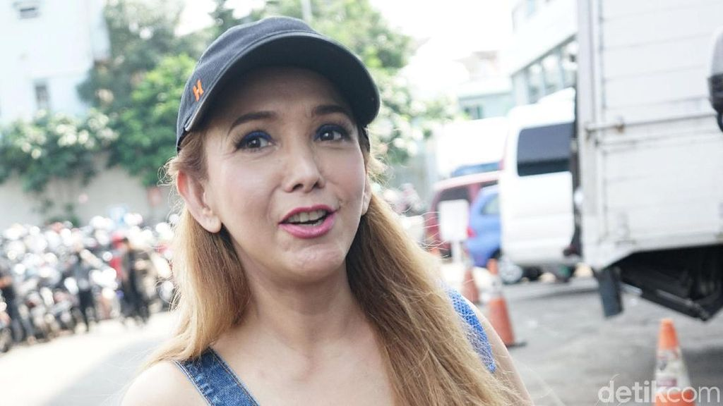 Kiki Fatmala Ogah Syuting Stripping Lagi