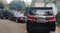 Mobil Sitaan Baru Parkir di Kejagung, Punya Siapa?