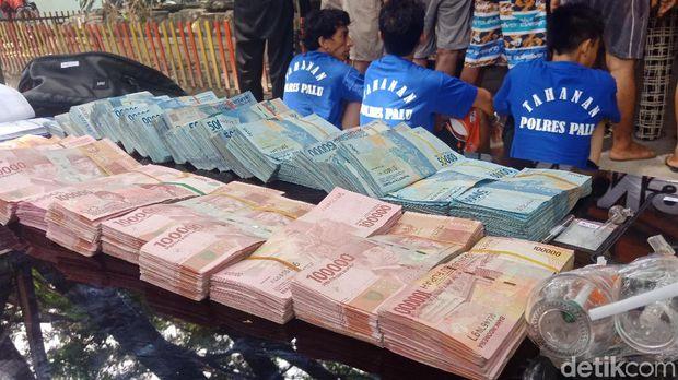Bandar Narkoba Ditangkap Saat Nyabu, Uang Rp 210 Juta Disita