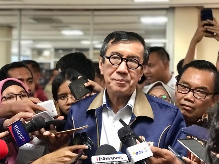 Menteri Hukum dan HAM, Yasonna H Laoly, mengatakan ada dua draf omnibus law yang akan diserahkan ke DPR.