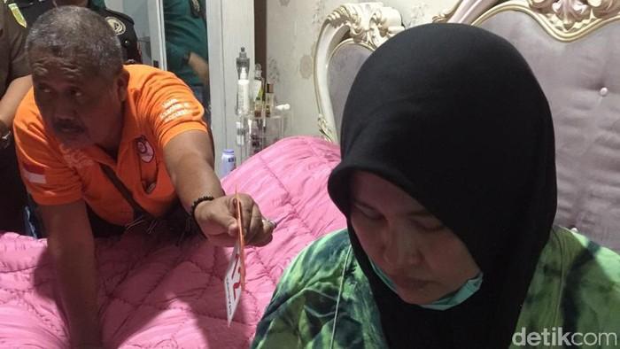 Zuraida Hanum saat rekonstruksi pembunuhan hakim Jamaluddin (Datuk Haris Molana/detikcom)