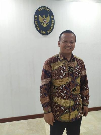 Menteri Kelautan dan Perikanan Indonesia Edhy Prabowo mengoleksi beraneka batik motif ikan.  Foto: Dok. Pribadi
