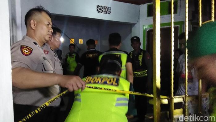 Perempuan tewas dalam rumah di Makassar. (Hermawan M/detikcom)