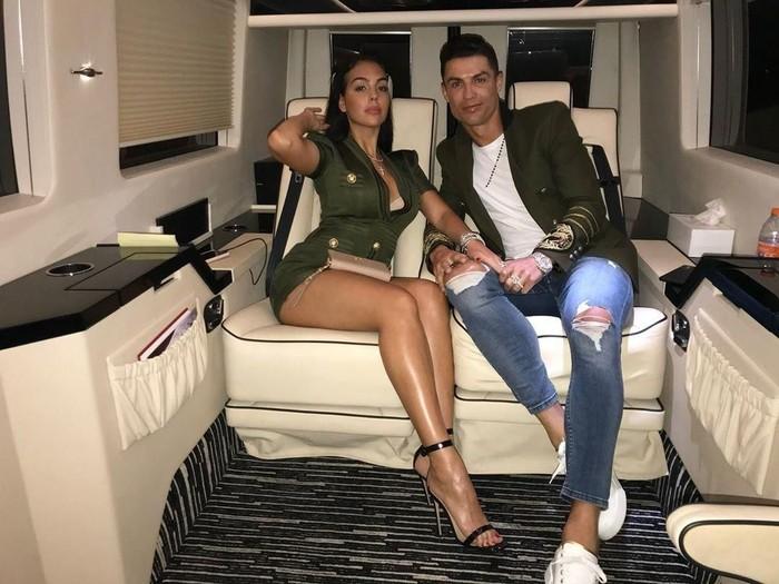 Gaya Pacar Cristiano Ronaldo di Jet Pribadinya
