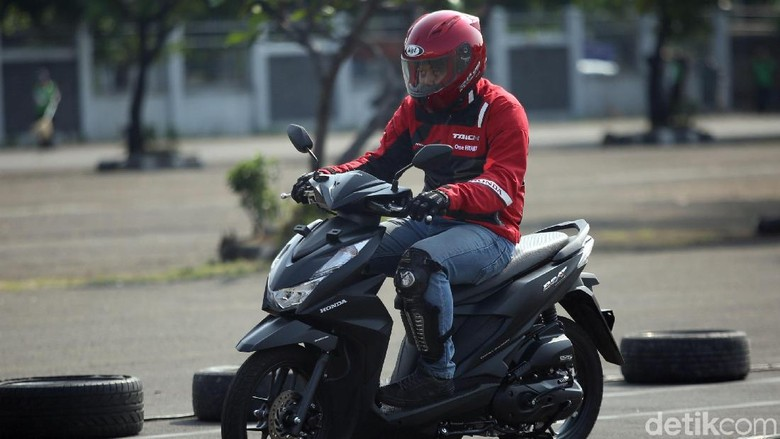 PT Astra Honda Motor keluarkan amunisi baru di awal tahun 2020. Ada beberapa penyegaran di Honda BeAT baru ini. Penasaran impresi pertama saat jajal motor ini?