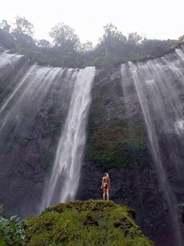 Air terjun ini mengalir di ketinggian 120 meter. (Zaini Transport/dTraveler)