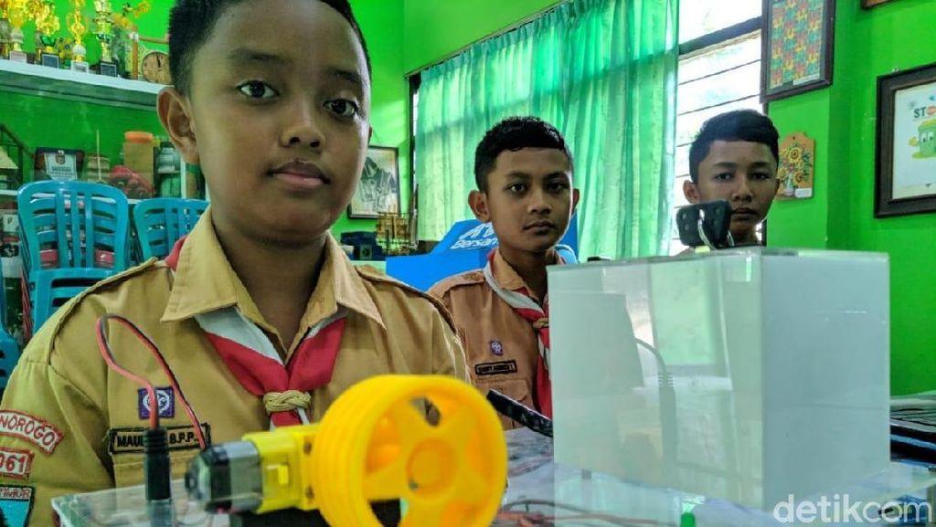Keren, 3 Pelajar Ponorogo Membuat Pengaman Sepeda Motor Pakai e-KTP