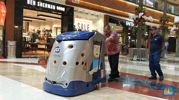 Robot pembersih di Mall Mall Ibukota (CNBC Indonesia/Andrean Kristianto)