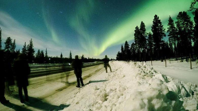 Aurora over scenes in Yellowknife
