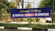 Spanduk Selamat Datang di Provinsi Termiskin Se-Sumatera Bikin Heboh di Aceh