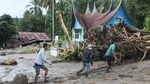 Banjir Bandang di Tanah Datar Putuskan Akses Jalan