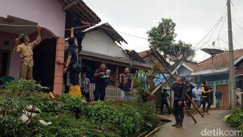 CT Arsa Beri Bantuan 2 Genset, 5 Kampung di Sukaraja Bogor Tak Lagi Gelap