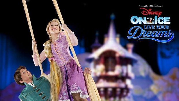 'Disney on Ice' Bawa Tangga Besar Elsa 'Frozen'