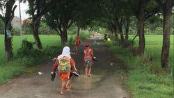 Hujan Bukan Halangan untuk Sekolah