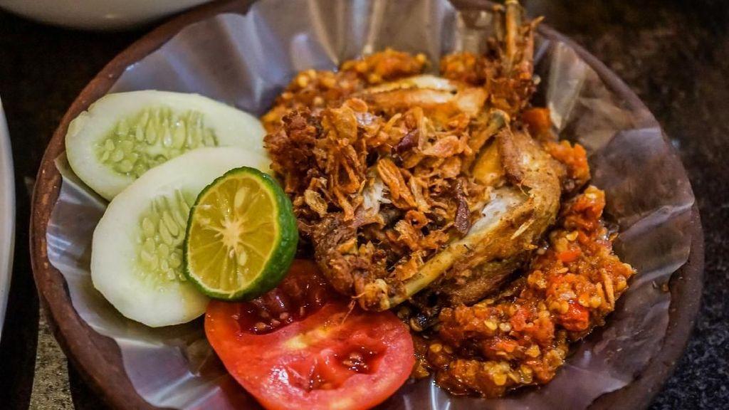 Paling Ngangenin di BINUS, Ini 5 Ayam Geprek dan Penyet yang Enak Murah