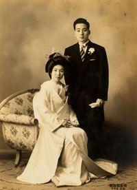 Ogasawara Yuko bersama mendiang suaminya saat masih muda