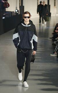 Rilis Sneakers Baru, Onitsuka Tiger Gandeng Rumah Mode Valentino