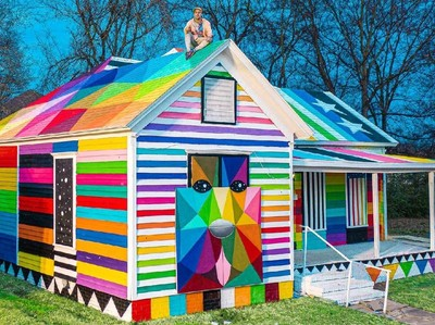 Seniman Sulap Rumah Kumuh Jadi Kedutaan Pelangi