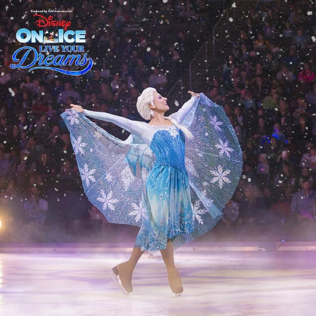 Disney on Ice Bawa Tangga Besar Elsa Frozen