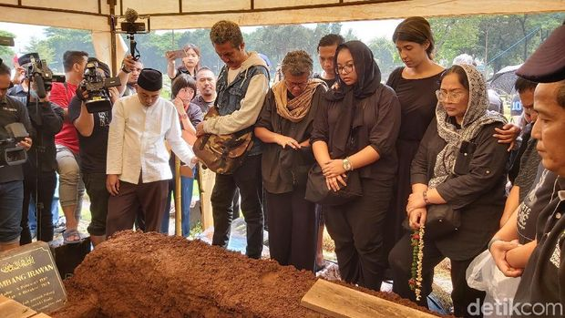 Pemakaman Ade Irawan