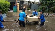 Pasukan Biru Dikerahkan Atasi Banjir di Jaksel