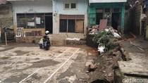 Banjir di Rawajati Surut, Warga Bersih-bersih Rumah