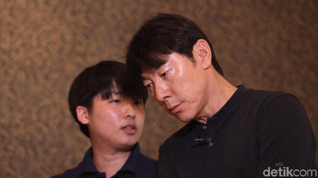 Shin Tae-yong Berbahasa Indonesia: Kiri, Kanan, Bagus, Hajar, dan Passing Keras