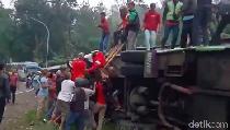 Video Polisi Duga Kecelakaan Maut di Ciater karena Rem Blong
