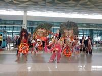 Melalui kekayaan seni dan budaya di Indonesia kemudian dipadukan dengan layanan berbasis digitalisasi serta benchmark di bandara-bandara kelas dunia lainnya, Bandara International Soekarno-Hatta dapat optimal dan maksimal berperan sebagai Pintu Gerbang Utama Indonesia dan destinasi wisata yang berkesan bagi wisatawan mancanegara (dok Istimewa)