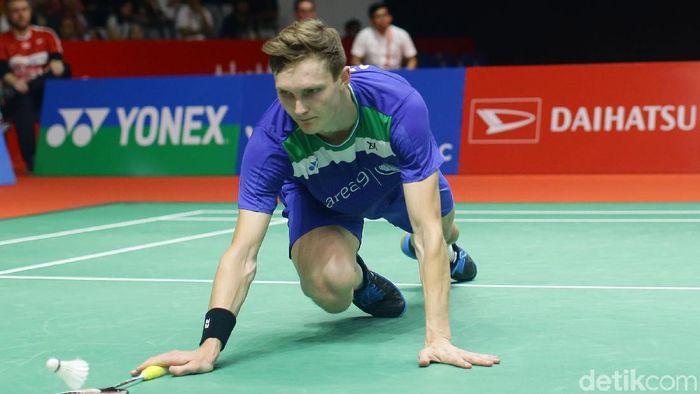 Anthony Sinisuka Ginting melaju mulus ke final Indonesia Masters 2020 usai tekuk Viktor Axelsen dari Denmark.