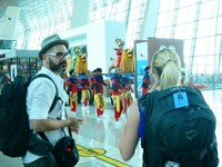 Melihat ini sebagai peluang, PT Angkasa Pura II (Persero) memposisikan diri sebagai destinasi wisata dan seni budaya dengan menyinergikan aspek seni, budaya dan pariwisata (art, culture & tourism) sebagai konsep pengembangan layanan serta fasilitas bandara (dok Istimewa)