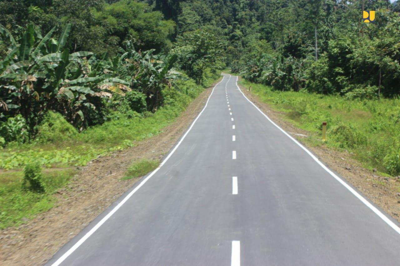 Kementerian PUPR secara bertahap menyelesaikan pembangunan jalan lingkar Raja Ampat sepanjang 342 kilometer (km).