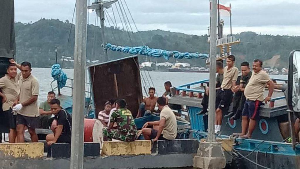 Kapal Muatan Drum Avtur dengan 2 Anggota TNI Hilang di Laut Maluku