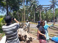 Keraton Agung Sejagat Jadi Berkah Buat Tukang Parkir