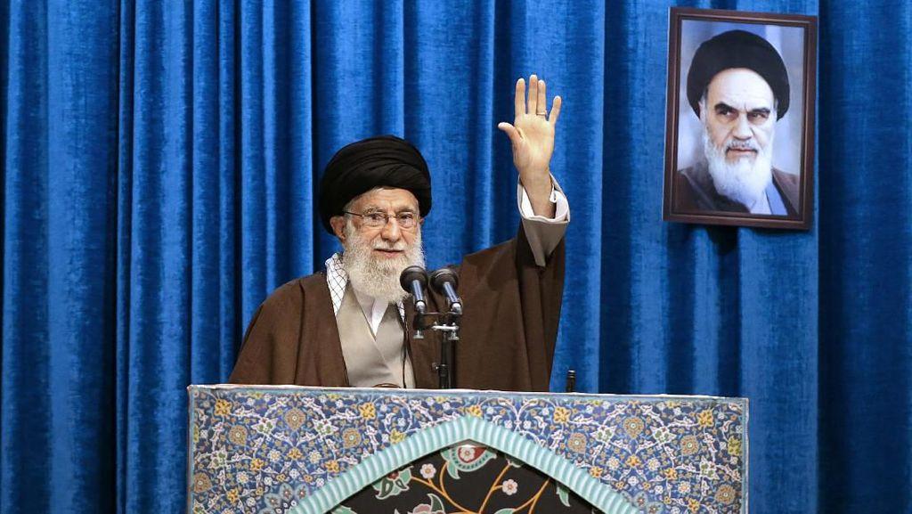 Khamenei Sebut Musuh Iran Mengeksploitasi Tragedi Pesawat Ukraina