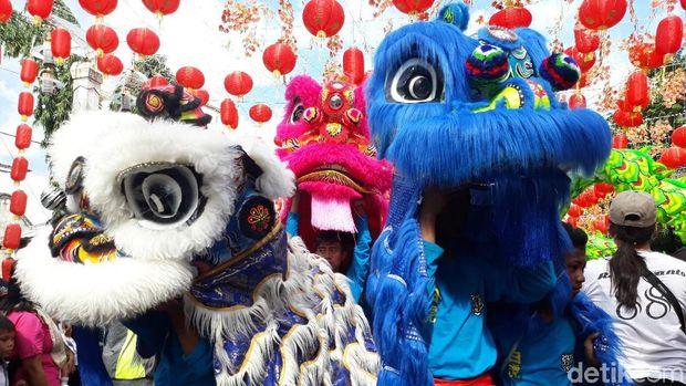 Barongsai & Buto Ramaikan Karnaval Grebeg Sudiro di Solo