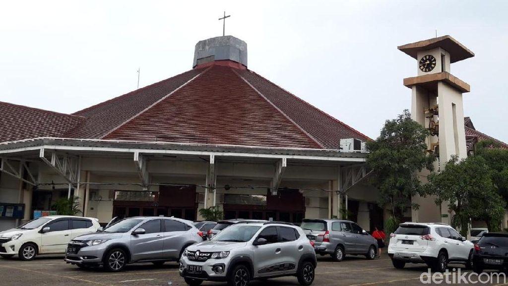 Plafon Gereja Maria Kusuma Karmel Jakbar Ambrol, 2 Jemaat Terluka
