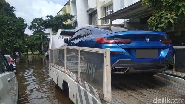 Mobil terkena banjir jangan coba-coba dinyalakan, bisa ditolak klaimnya oleh perusahaan asuransi