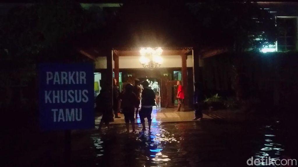 Kerahkan Tujuh Pompa, Air yang Menggenangi RSUD Sidoarjo Surut