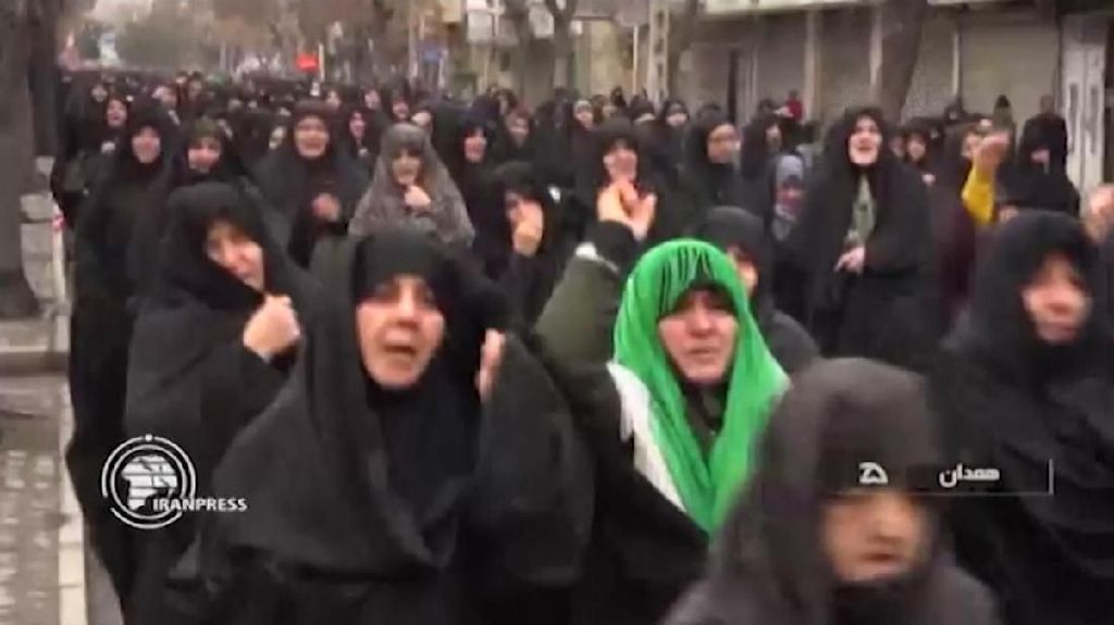 Warga Iran Kompak Turun ke Jalan Memprotes Amerika dan Israel