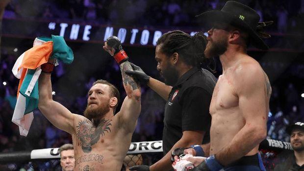 Ayah Khabib minta imbalan besar untuk rematch lawan McGregor.