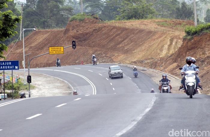 Pemprov Jawa Barat membangun enam titik jalur penyelamatan di Tanjakan Emen. Jalur penyelamat ini dibuat untuk meminimalisasi angka kecelakaan di kawasan itu.