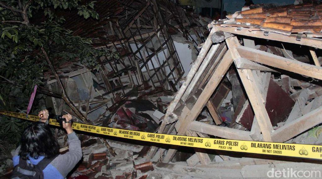 Detik-detik Tabung Gas Meledak Hancurkan Rumah di Cimahi