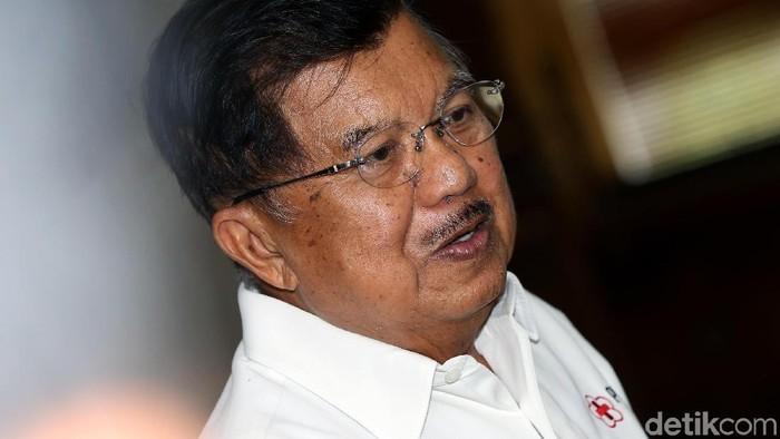 Founder & Chairman CT Corp, Chairul Tanjung resmi dilantik menjadi dewan kehormatan PMI 2019-2024. Berikut foto-foto momennya.