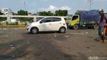 Massa Buruh Bubar, Lalin Jalan Gatot Subroto Depan DPR Kembali Dibuka